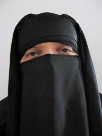 Fotoğraf: veiled woman