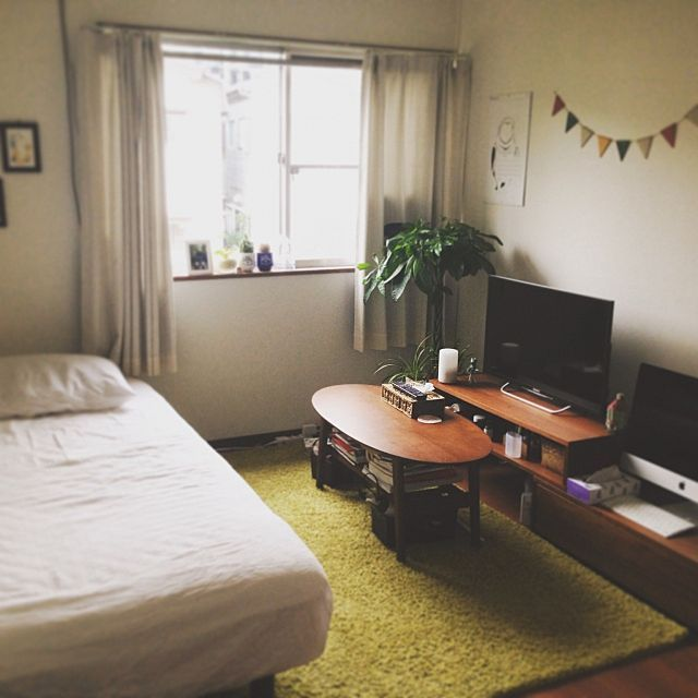 女性で、1KのMac/狭い部屋/6畳/グリーンのある暮らし/雑貨/無印良品…などについてのインテリア実例を紹介。(この写真は 2015-08-31 07:10:02 に共有されました)