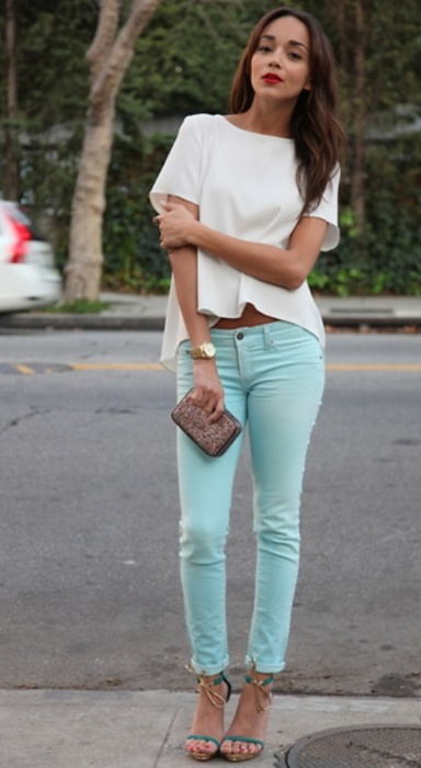 mint jeans, heels, red lips