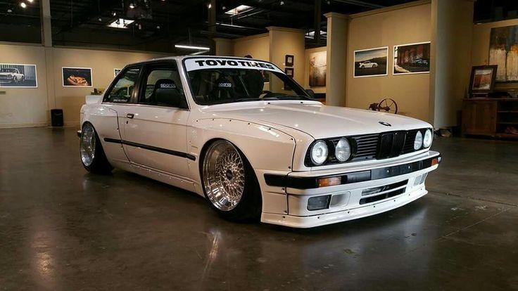 BMW E30 3 series white widebody slammed