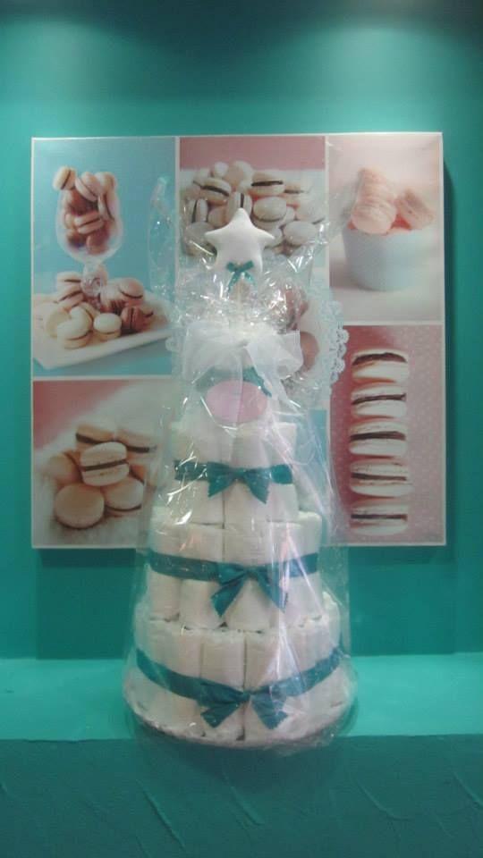 """Tarta """"Lady Pastelitos"""" Receta Simply &Sweet: Ingredientes: Estrella de bienvenida hecha a mano, pañales, organza y raso.  Encargo de una bonita pastelería que cuida a sus clientes y todos los detalles. """"Lady Pastelitos"""" Sweet Cake :)"""