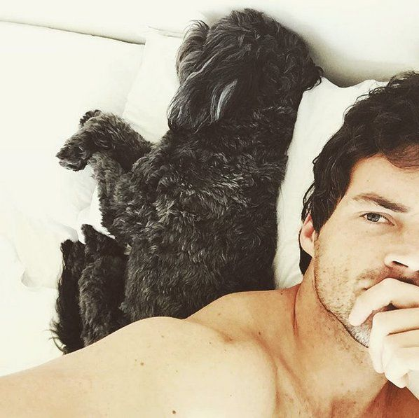 Pin for Later: 85 Photos Qui Vont Vous Faire Tomber Sous le Charme des Acteurs de Pretty Little Liars Ian Harding