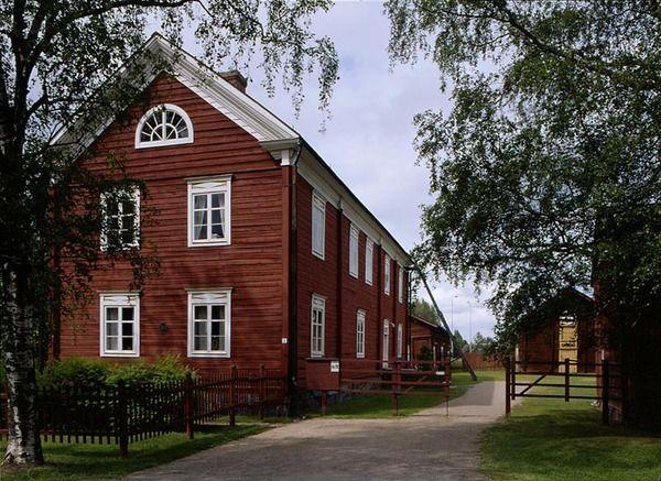 Yli-Lauroselan talo portilta nähtynä. Kuva: Museovirasto.