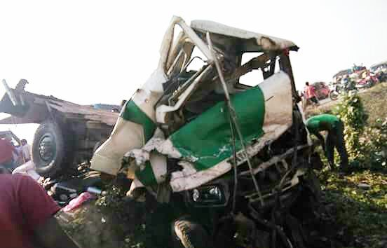 Dangerous Bus Truck and Bike Accident at Dalkhola - 19 Injured 1 Critical   A dangerous accident took place near Flour Mills Bhurri Dalkhola today afternoon. 19 people are fighting for life in hospital while 1 is critically injured. There has been no report of any death yet.  Locals say a truck and bus coming from opposite directions collided head on crushing a bike in between them. They also added that such accidents are common here due to bad road conditions.  Bengal Dalkhola