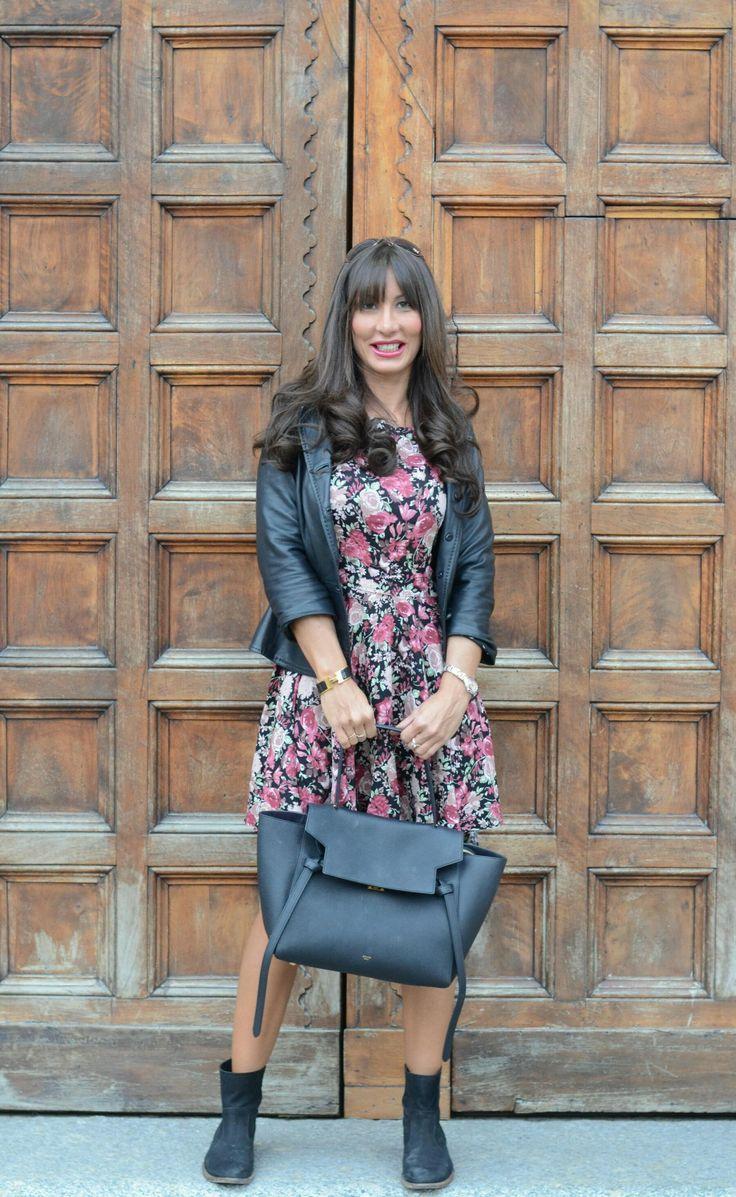 look fashion blogger abito stampa floreale benetton borsa celine belt bag