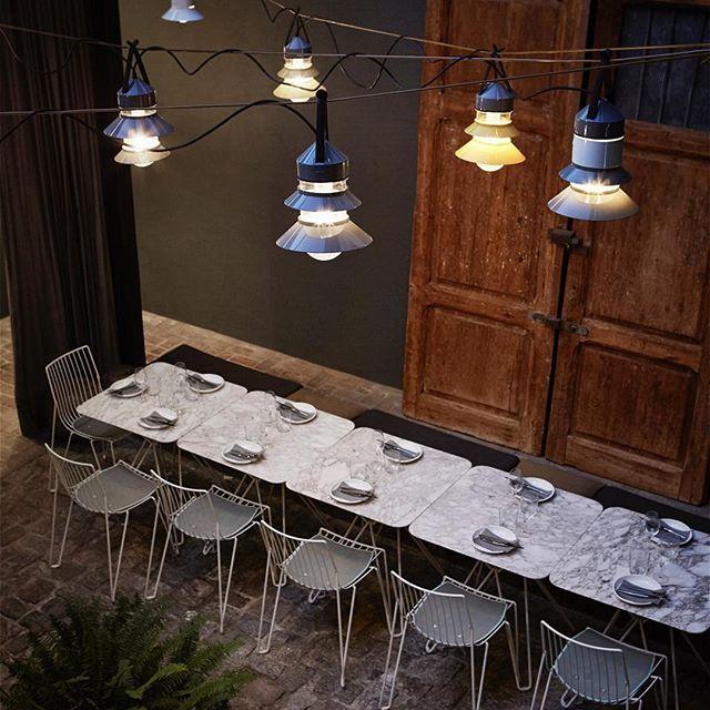 @brummellkitchen está abierto los lunes! Ven a cenar 19h30-23h 👌🏻👯🍽 Mil gracias @marsetbcn y @openhousemagazine para vuestras fotos y lamparas tan bonitas!