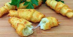Gustul acestor cornulețe din cartofi amintește gustul chipsurilor: sunt la fel de apetisante, aromate și crocante. Ele se prăjesc într-o cantitate mare de ulei foarte încins. Dacă, din oarecare motive, acest mod de preparare nu