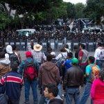 La CNTE se manifiesta en Televisa y TV Azteca