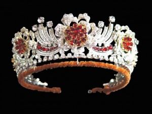 The Burmese ruby tiara was ordered to be made by the Queen in 1973. The design of the jewel is in the form of a wreath of roses. It is conventional yet detailed.