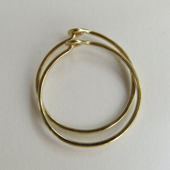14K Gold Hoop Earrings, 1 Inch Hoop Earrings, Minimalist Hoops, Timeless Gold Earrings, Gold Creoles, Handmade Earrings, Venexia Jewelry. Classic hoop earrings, versatile, dainty, timeless, easy to wear all day long. Since Ancient Rome women wore them simple, with a single precious stone or a gold ornament attached, like in listings fifth picture.  Material : 14k gold, 585 Color : yellow Size : 1 inch, 2.54 cm Wire : round, 18 ga  Please read Shop Policies before placing the order…