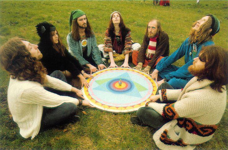 "Gong ""Gong è un gruppo di estremi che prospera nel caos"" Mike Howlett"