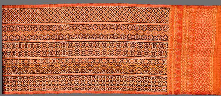 Ceremonial textile [kumbut juangga] c.1850 Putih Doh village Lampung south Sumatra Indonesia silk, dyes weft ikat
