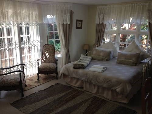 Garland Place B&B is located in the Musgrave area in Durban. The bed and breakfast has a terrace and tropical garden with water features. Free Wi-Fi is available