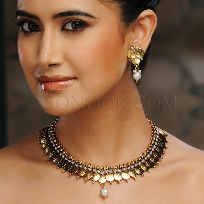 Simple, but traditional, and remarkably eye catching! --- #indian #jewellery