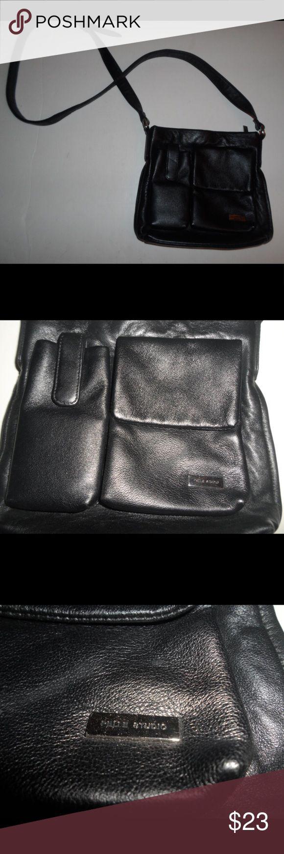 Wilson's Leather Pelle Studio Leather Cross Body In good
