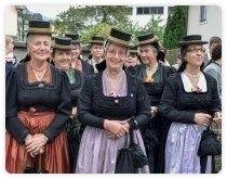 Trachtenfrauen Bad Vigaun mit orginalen Trachten und Hüten