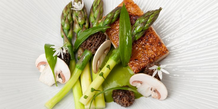 Colin McGurran shares a divine springtime recipe with Great British Chefs, featuring a wild garlic sauce, crispy-skinned chicken thighs and asparagus