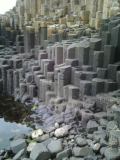 Perfect hexagonal columnar joint basalt rocks , giants causeway, Ireland
