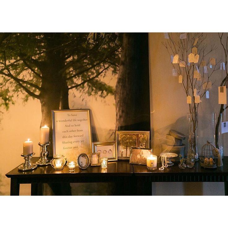 「- -  #weddingtbt  ウェルカムスペース全体。 ちょんこさん(@jungmeeeee)のウェルカムボード、 キャンドル、 フォトフレーム、 Jo Malone、 小瓶、 ドライフラワーとグリーン、 パールやお気に入りのジュエリー、 メッセージツリーとフォトツリー、…」