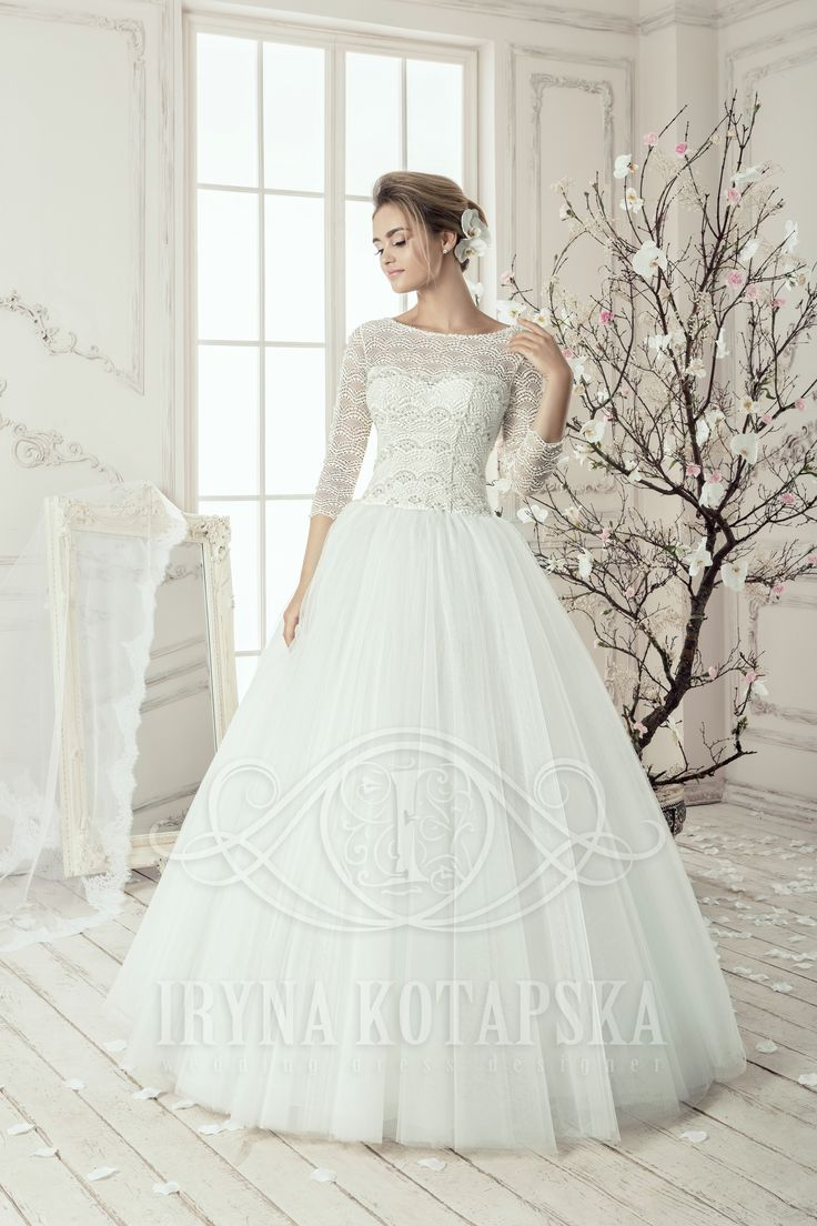 Romantische gekleden kanten trouwjurk op maat bij Pani Moda Bruidsboutique