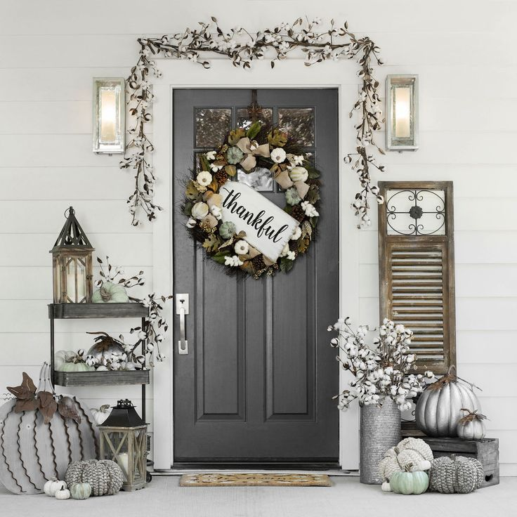 We're falling for neutral fall décor. Simple & gorgeous, whether you have farmhouse style or not!