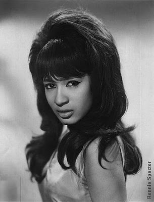 I love Ronnie Spector and her bouffant.: Dresses Style, Cat Eye, Ronniespector, Ronnie Spector, Big Hair, 60S Hair, Retro Vintage, 1960, Bad Girls