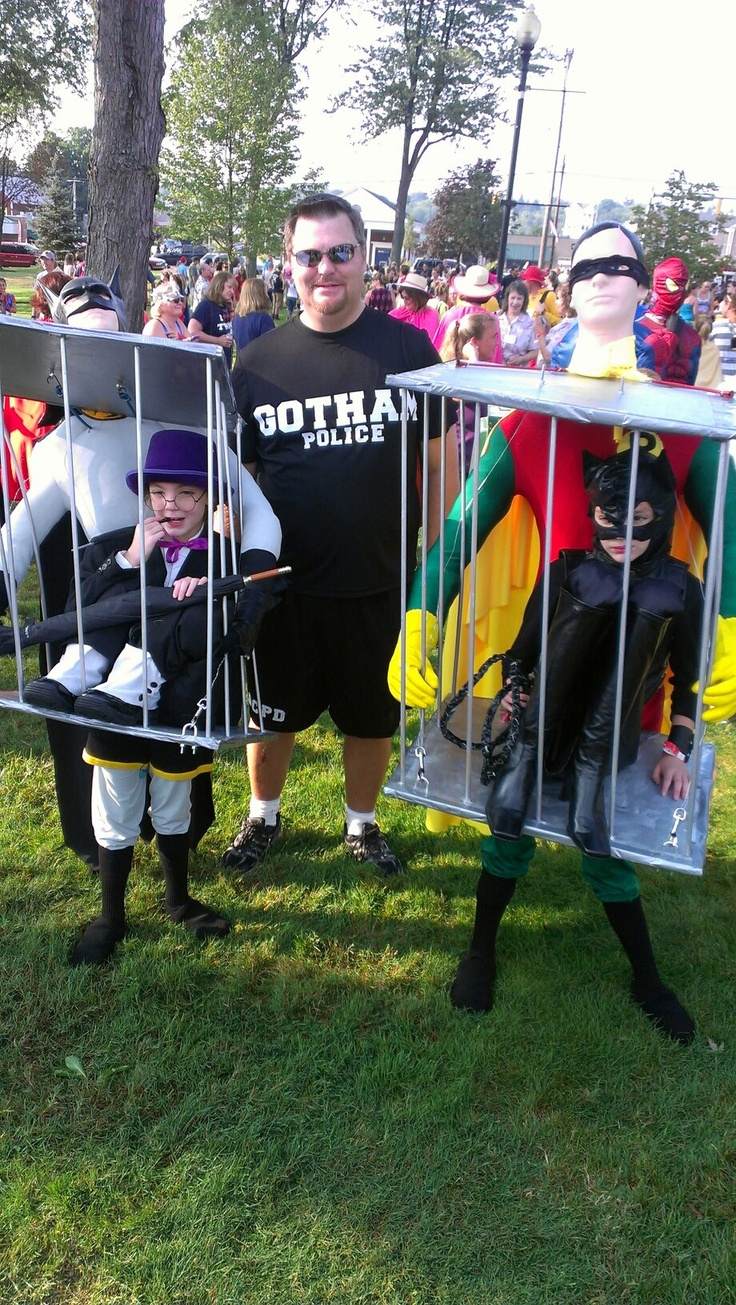 Coolest batman and robin optical illusion costumes cool for Awesome halloween costumes for kids