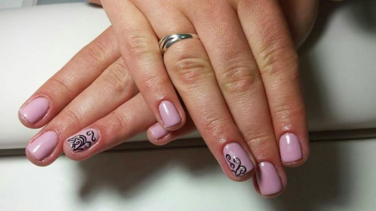 Chloe Salon | Vrei ca manichiura ta sa reziste mai mult? Incearca oja semipermanenta sau manichiura cu gel!
