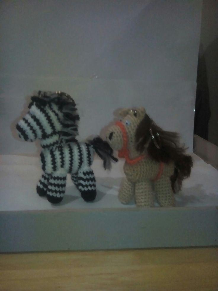 Llaveros caballos y cebras