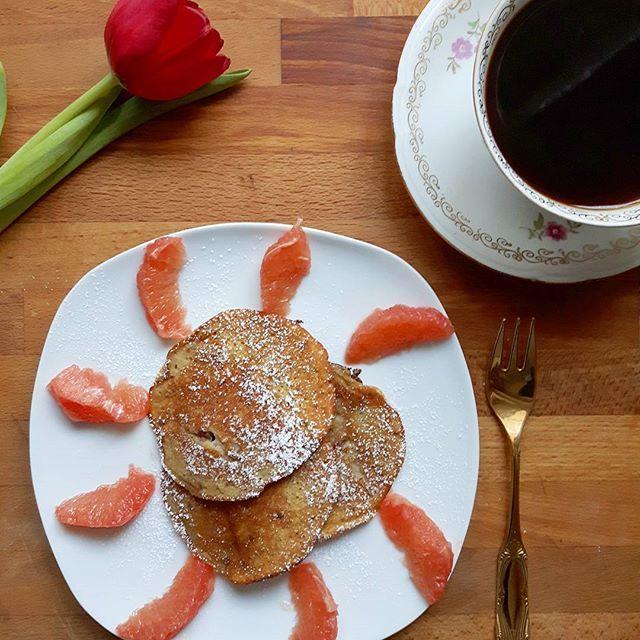#stuttgartviermal3 - Bananen-Dattel-Pancakes mit Pink Grapefruit