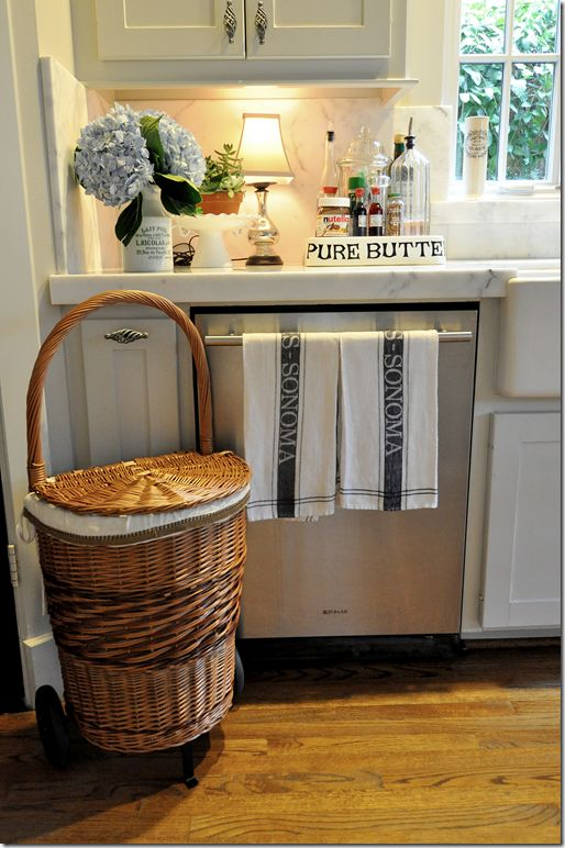 25 best ideas about homey kitchen on pinterest corner for Small lamps for kitchen counters
