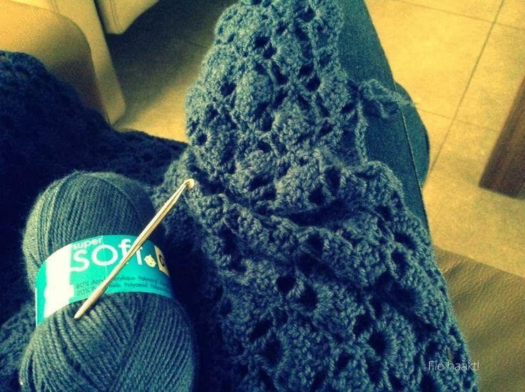 Fie bakt, haakt én naait!: Omslag sjaal à la 'Haken bij Saar en Mien'!