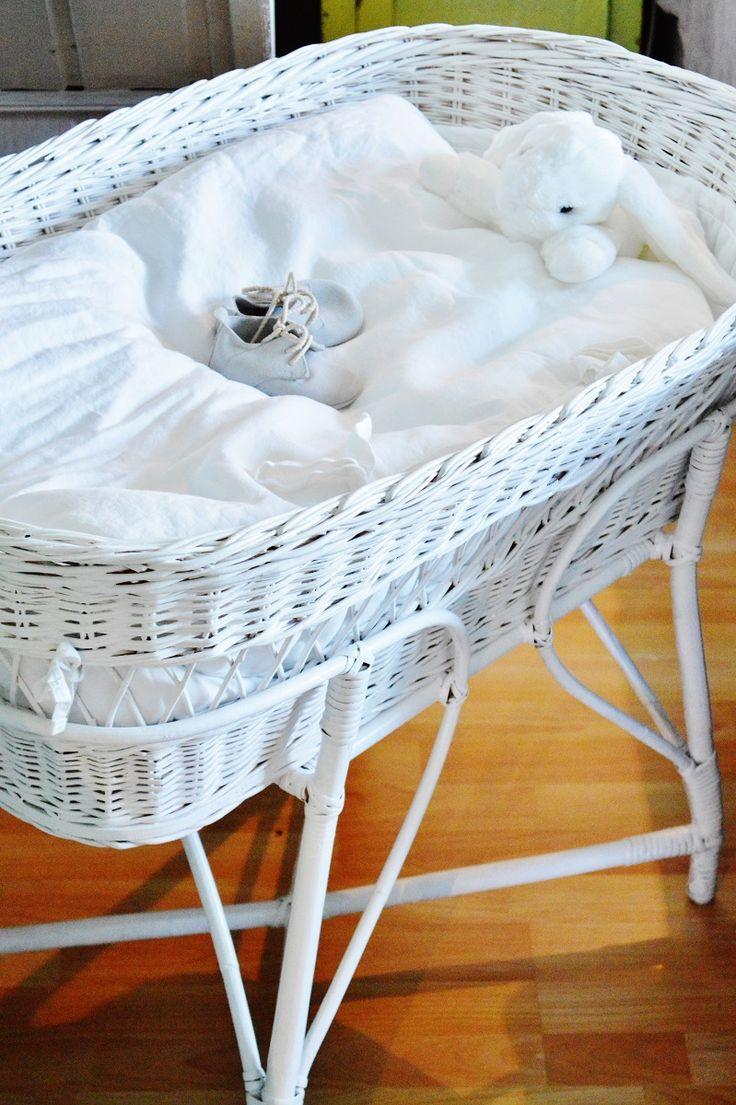 Kaunis Elämä Our baby crib <3 #babybsket #newborn #babyontheway #babycrib #DIY