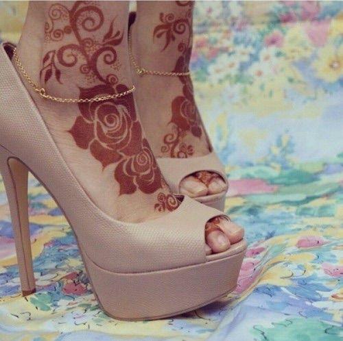 #mehendi #heels #<3