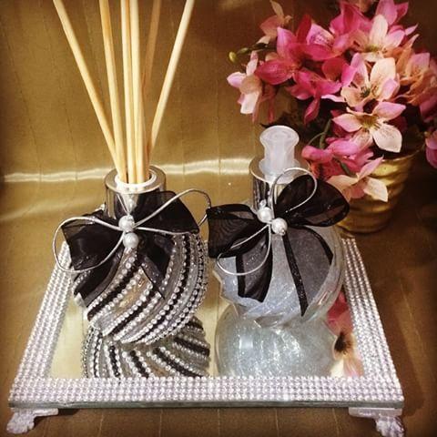 #Difusor #DifusorDeVaretas #sabonete #HandSoap #bandeja #BandejaPrata #BandejaEspelhada #prata #lavabo #casa #casacheirosa #decor #decoração #casamento #wedding
