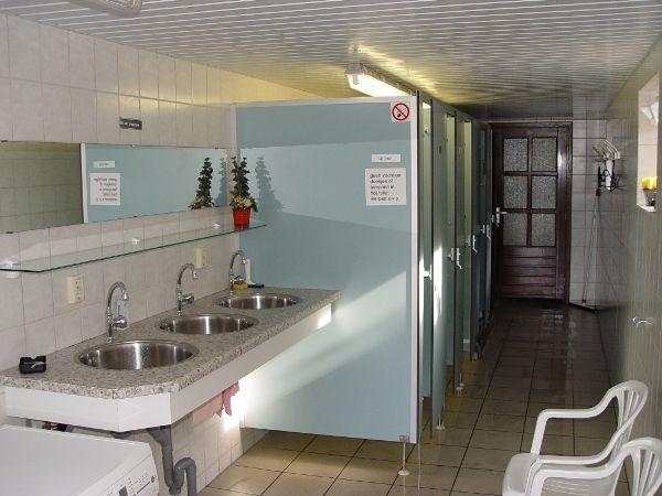 Onze schone douches en toiletten
