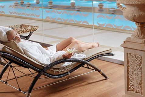 On warm days like these, there's nothing better than a refreshing and relaxing day at the spa of Divani Apollon Palace & Thalasso. Care to join us?