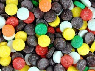 Конфеты Tootsie Tarts Bulk 7000 шт. Артикул: 18300 Описание: Фруктовый вкус, Цвета: розовый, оранжевый, зеленый, синий, белый, фиолетовый и желтый