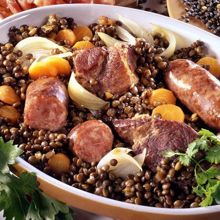 Petit salé aux lentilles du Puy et saucisses de Montbéliard