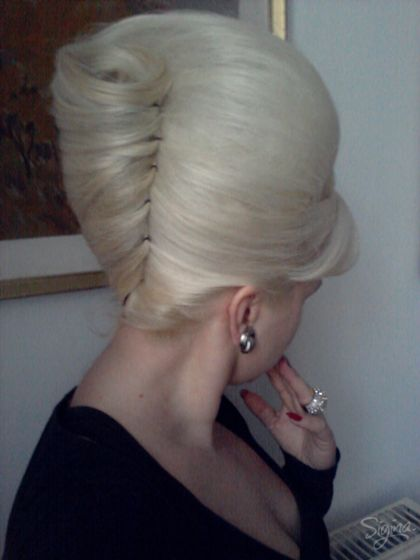 New Year's Hair: 60s beehive & how to wear it....I so wanna try this