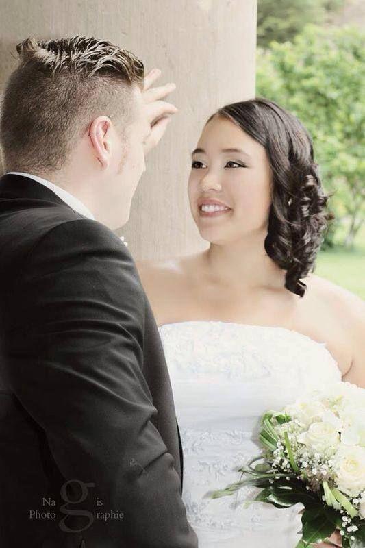 """Feedback einer Schmetterling Braut: """"Hallo liebes Schmetterling-Team, Das Kleid ist der Hammer gewesen. Und alle Mädels haben mich gefragt wo ich das Kleid her hatte. Ich bin richtig zufrieden mit dem Kleid gewesen, es war sehr bequem und hat mir eine schöne Figur beschert. Preis und Service war auch top. Ich hatte das Kleid erst zu klein bestellt und konnte es ohne Probleme umtauschen. Ich empfehle euch weiter! Ihr habt tolle Kleider."""""""