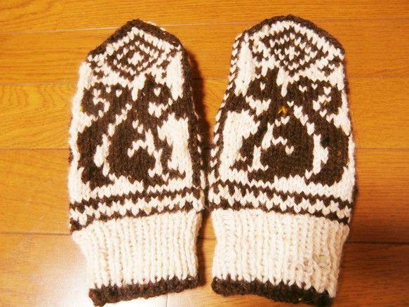 冬ハンドメイド大人の女性用ですが、ゆったりサイズです。ウール90%アルパカ10%の毛糸を使用しています。ざっくりとした、暖かい手袋です。お洗濯は、手洗いがオス... ハンドメイド、手作り、手仕事品の通販・販売・購入ならCreema。