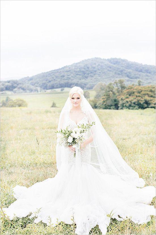 Soft estate wedding ideas. Captured By: Reverie Supply #weddingchicks http://www.weddingchicks.com/2014/10/20/soft-estate-wedding-ideas/