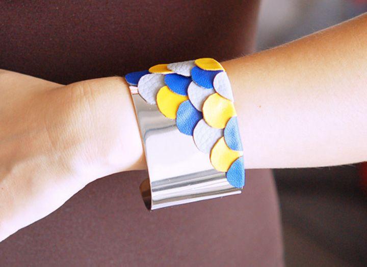 DIY : un bracelet manchette avec des écailles en cuir