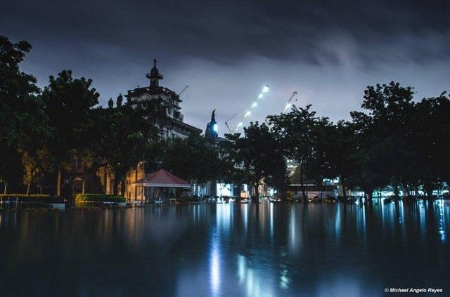 Even the storm doesn't stop the University of Santo Tomas from being breathtaking!! (For outsiders who don't know: sadly, there's no actual ocean park; just floods everywhere.) The university may be 'imbued with unending grace,' but it is still Manila's Underwater University. More so last week due to heavy rains, but capturing the flood only highlighted the…