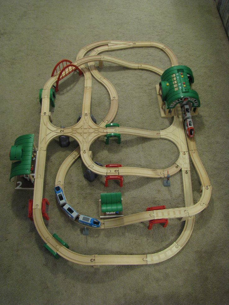 """Brio (Thomas) Wood Train Layout - Raised intersection - STRAIGHTS: 3-4"""", 3-6"""", 2-8"""", CURVES: 12-3.5"""", 15-6"""", SWITCHES: T-Switch MMF & FFM, 4-way Intersection, 3.5"""" short single curve switch MMF, V-switch FFM, Adapters MM & FF, 7 Ascenders, SUPPORTS: 7 blocks, 3 rocks, 3 red stacking track supports, 3 green brio supports, 6"""" Brio red arch Bridge, 6"""" level 2 station, Brio Central Station (or 2-8"""" straights)"""