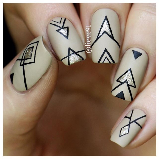 Super simple geometric nails inspired by all the geometric nails I have seen All the details and more photos are up on my blog now-link is in my bio!❤️☝️