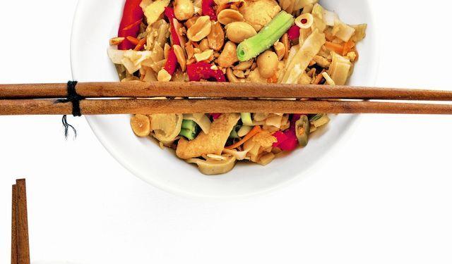 Jedlo, ktoré si obľúbite: Vegetariánske rezance Pad Thai | DobreJedlo.sk