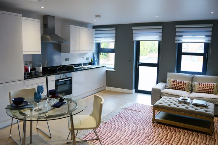 The-lounge-diner-in-apartment-7-overlooks-the-communal-gardens.jpg 44 Finchampstead