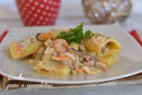 I paccheri al ragu di mare sono un piatto profumatissimo e ricco di sapore. Veloce da preparare, se opterete per il pesce congelato,